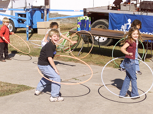 Kids_with_Hula_hoops_rs18july17_315x236.png